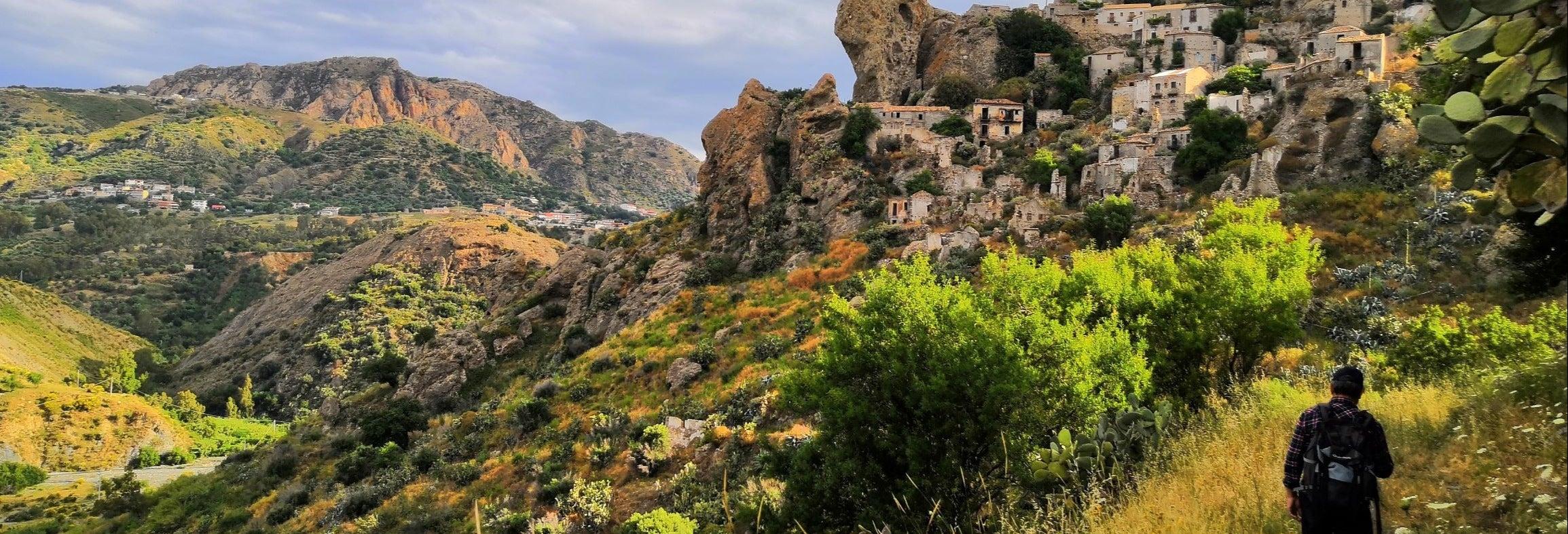 Visita al villaggio fantasma di Pentedattilo