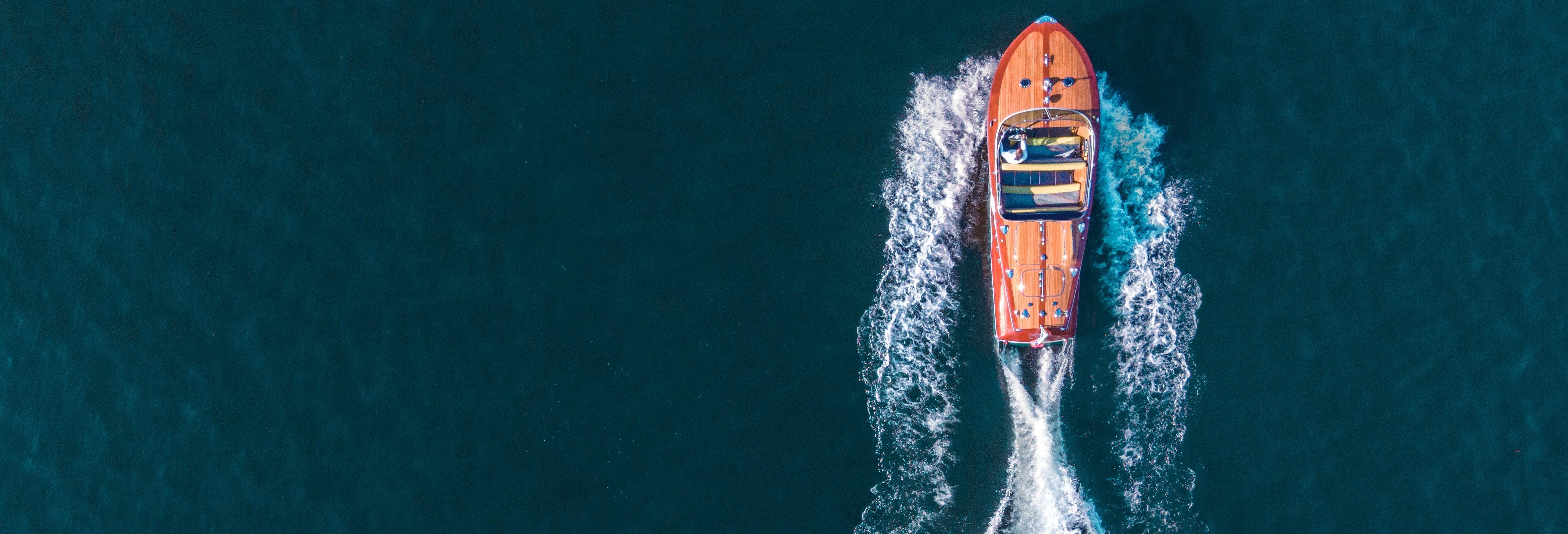 Paseo en barco al atardecer por el lago de Garda
