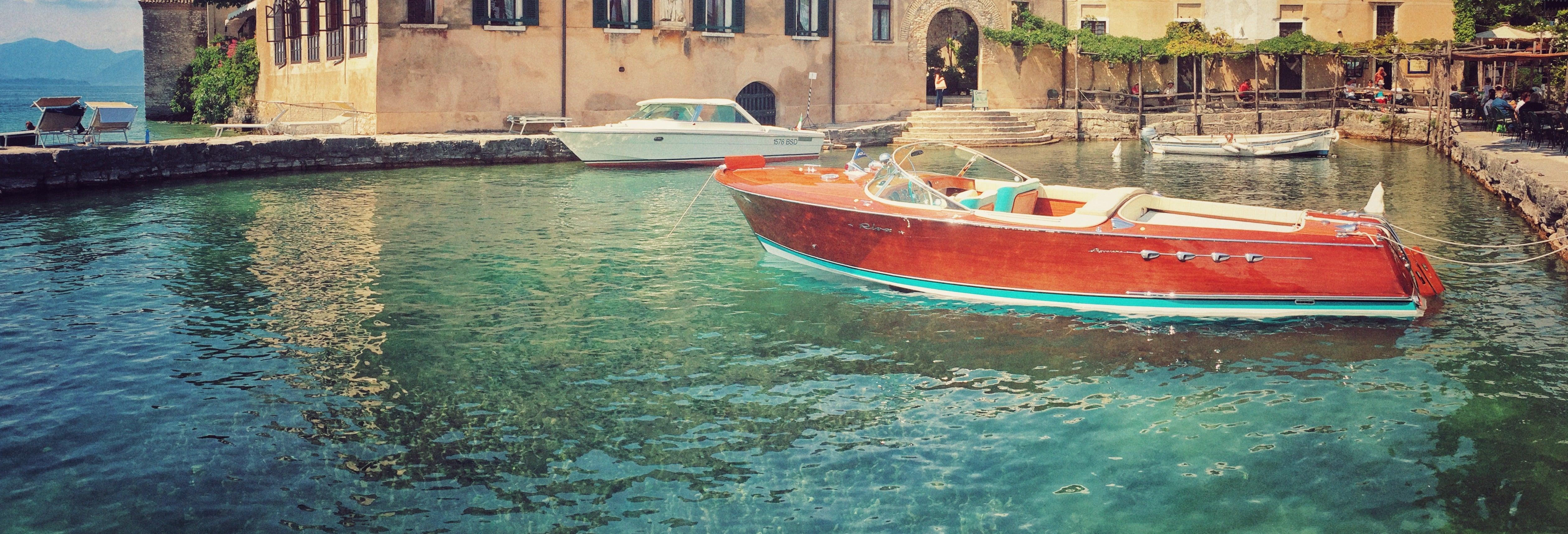 Paseo en barco privado por el lago de Garda