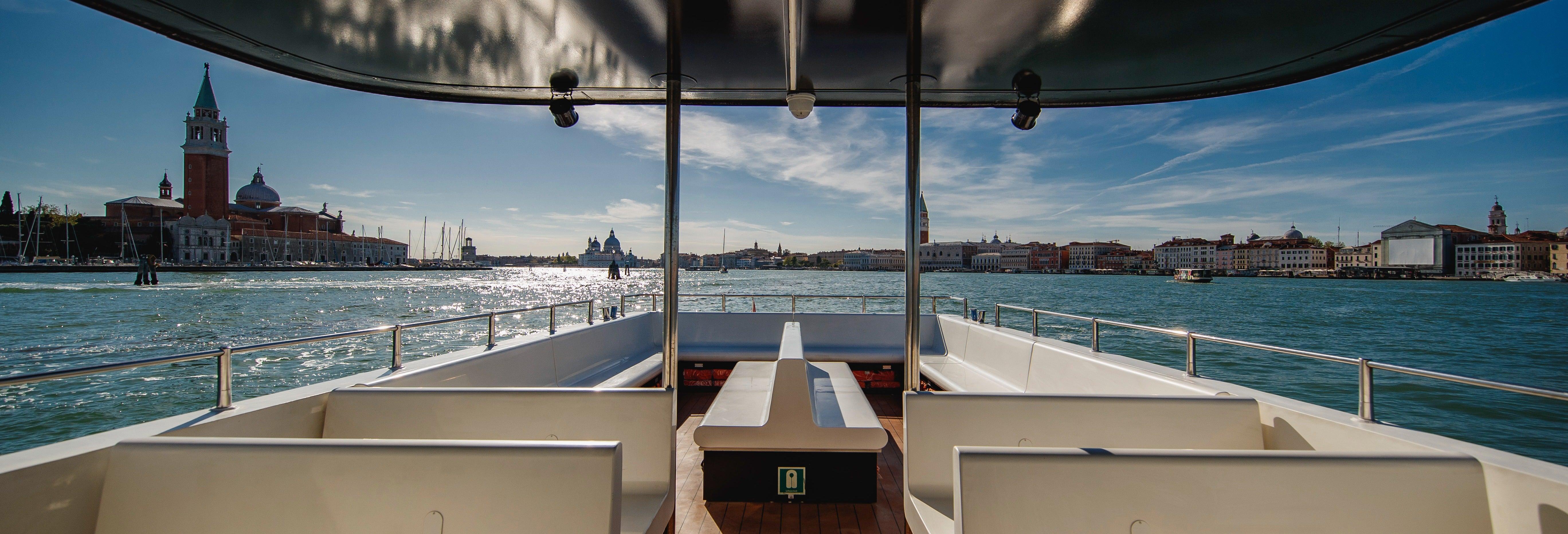 Barco turístico de Venecia