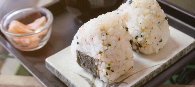 Taller de onigiri o higashi