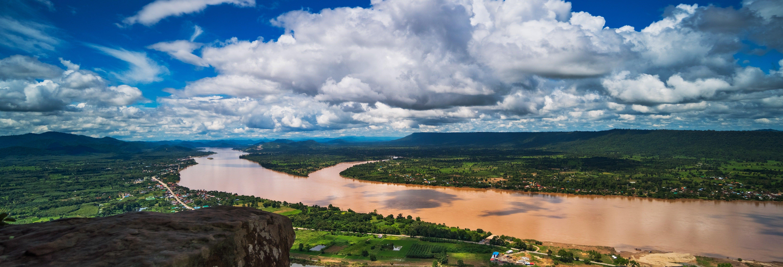 Cruzeiro ao entardecer pelo rio Mekong