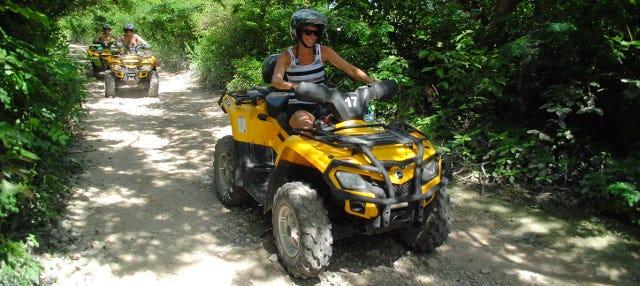 Tour de quadriciclo pela selva maia + Circuito de tirolesas