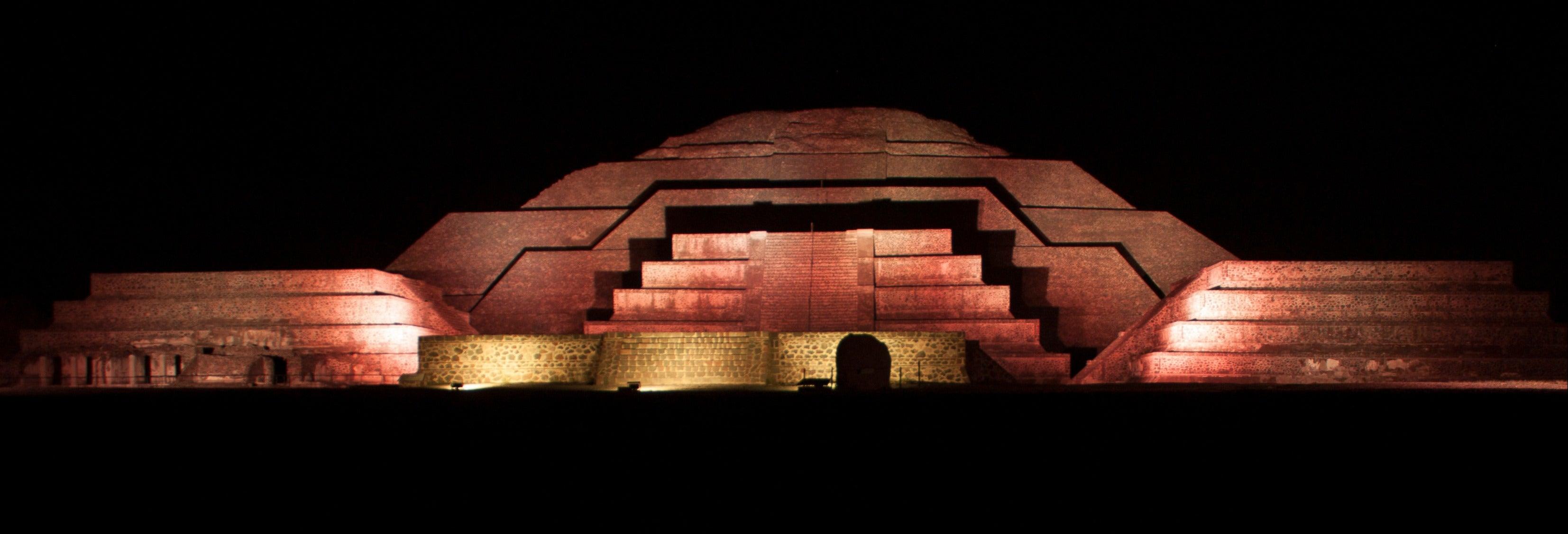 Espectáculo nocturno en Teotihuacán + Acolman