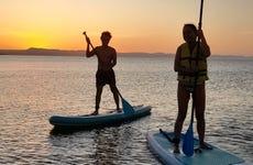 Paddle surf nocturno en la playa El Tesoro