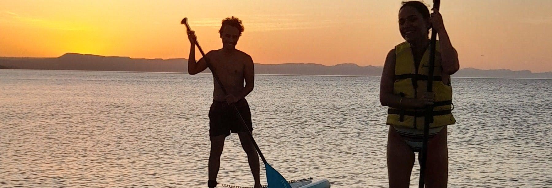 Excursión en paddle surf nocturno en la playa El Tesoro desde La Paz