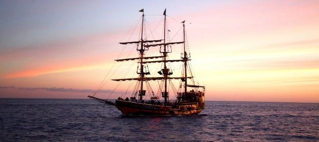 Festa de barco pirata por Los Cabos