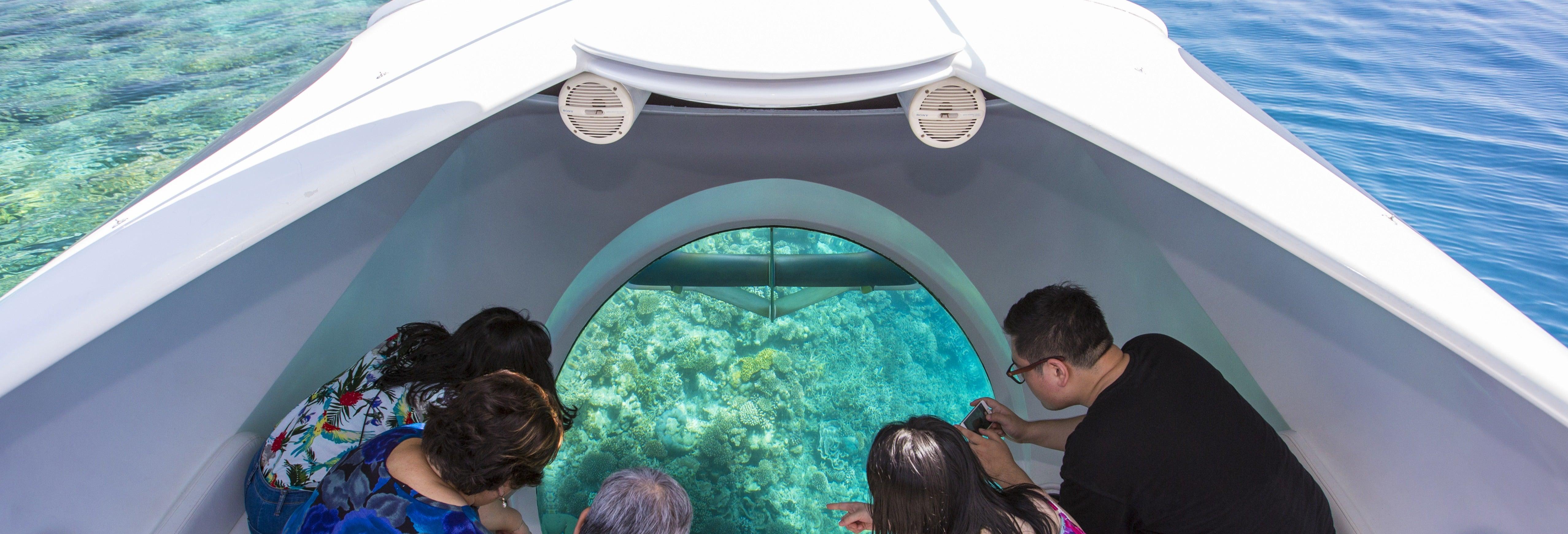 Giro in barca con fondo di vetro