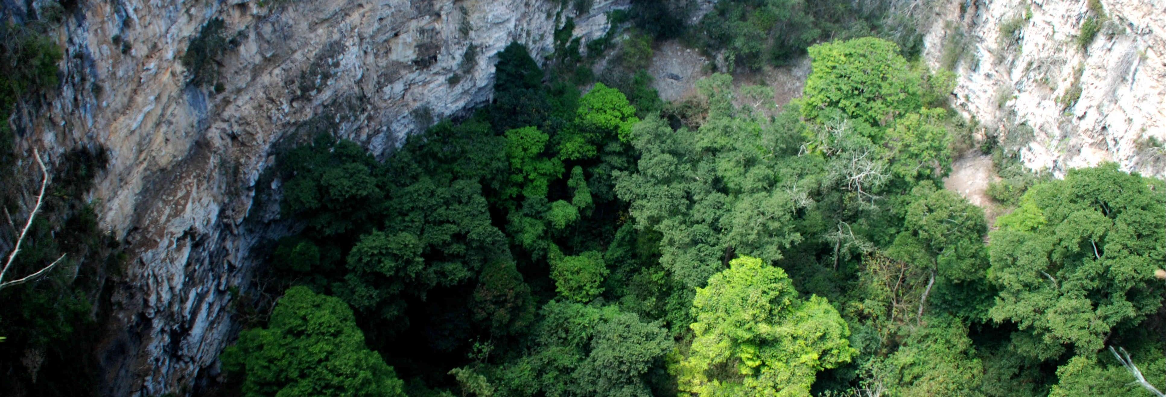Excursión a la sima de las Cotorras y cascada El Aguacero