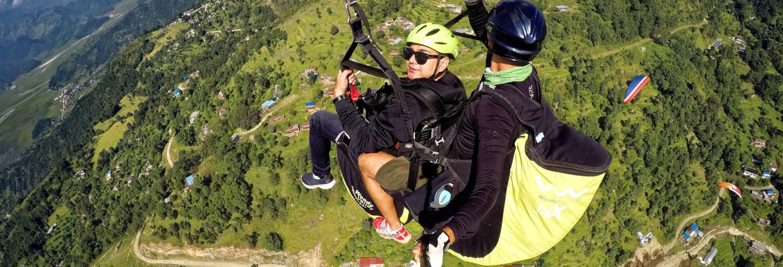 Voo de parapente por Pokhara