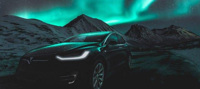 Tour dell'aurora boreale in Tesla