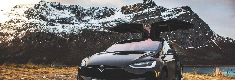 Tour panorâmico de Tesla pelos fiordes noruegueses