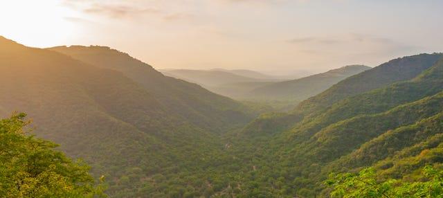 Tour privado por las montañas y valles del sur de Omán