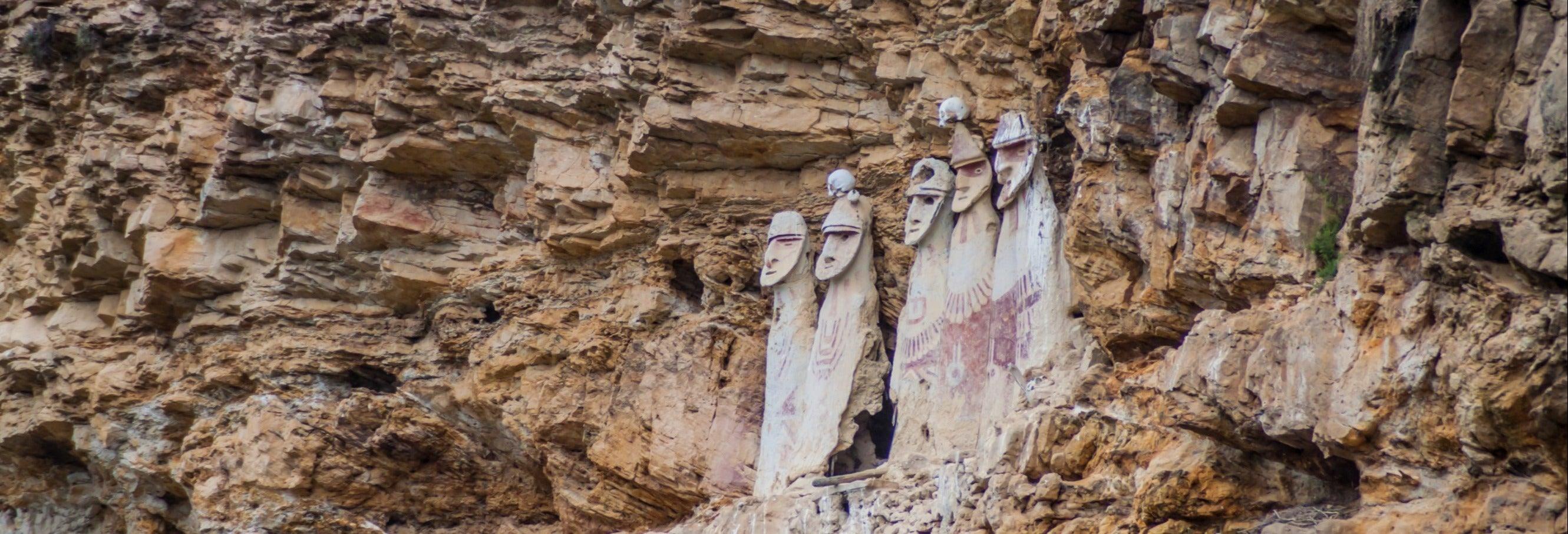 Sarcófagos de Carajía y Cavernas de Quiocta