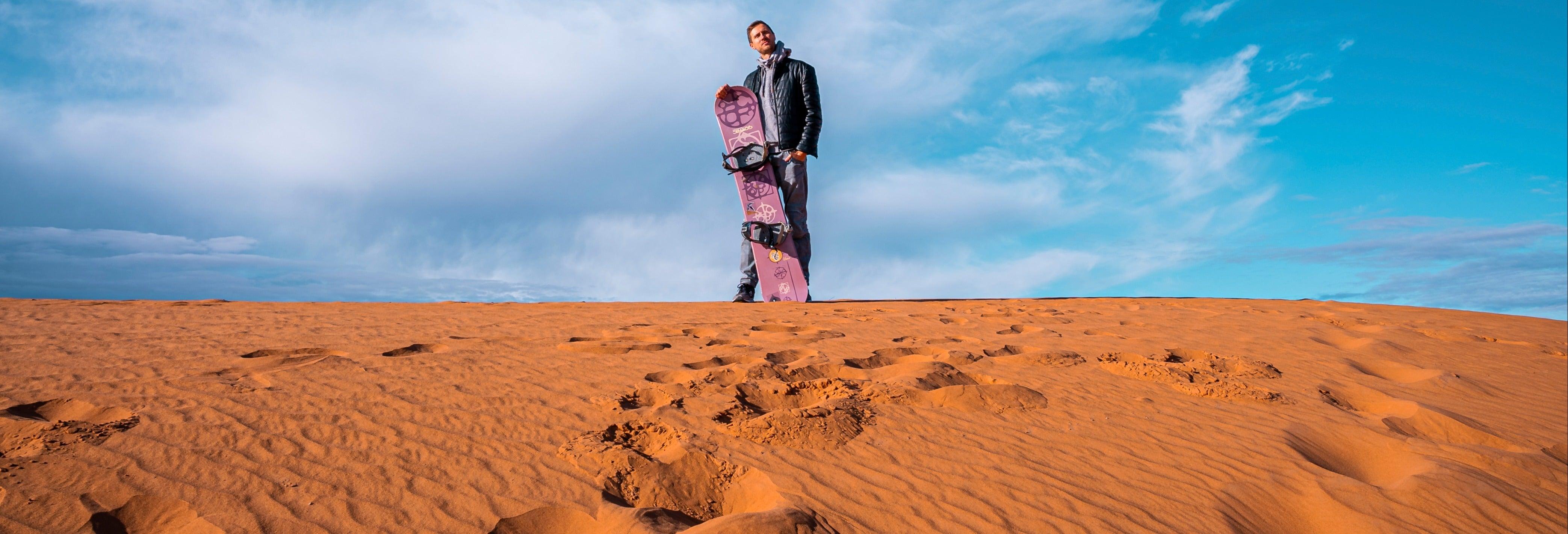 Sandboarding o sand skiing en Huacachina