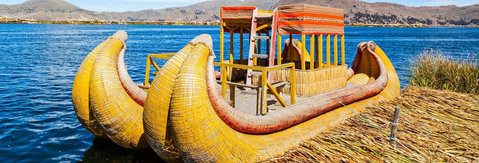 Excursão privada às ilhas dos Uros de barco tradicional