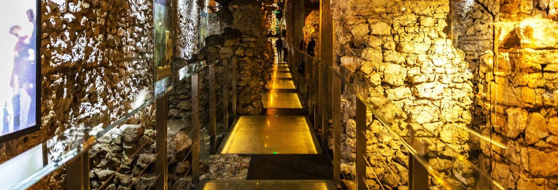 Tour pelo museu subterrâneo de Cracóvia