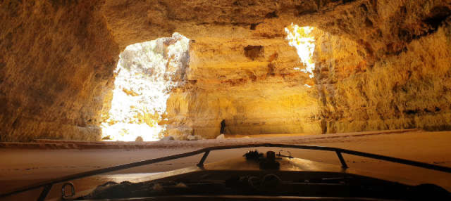 Paseo en barco por las cuevas de Benagil