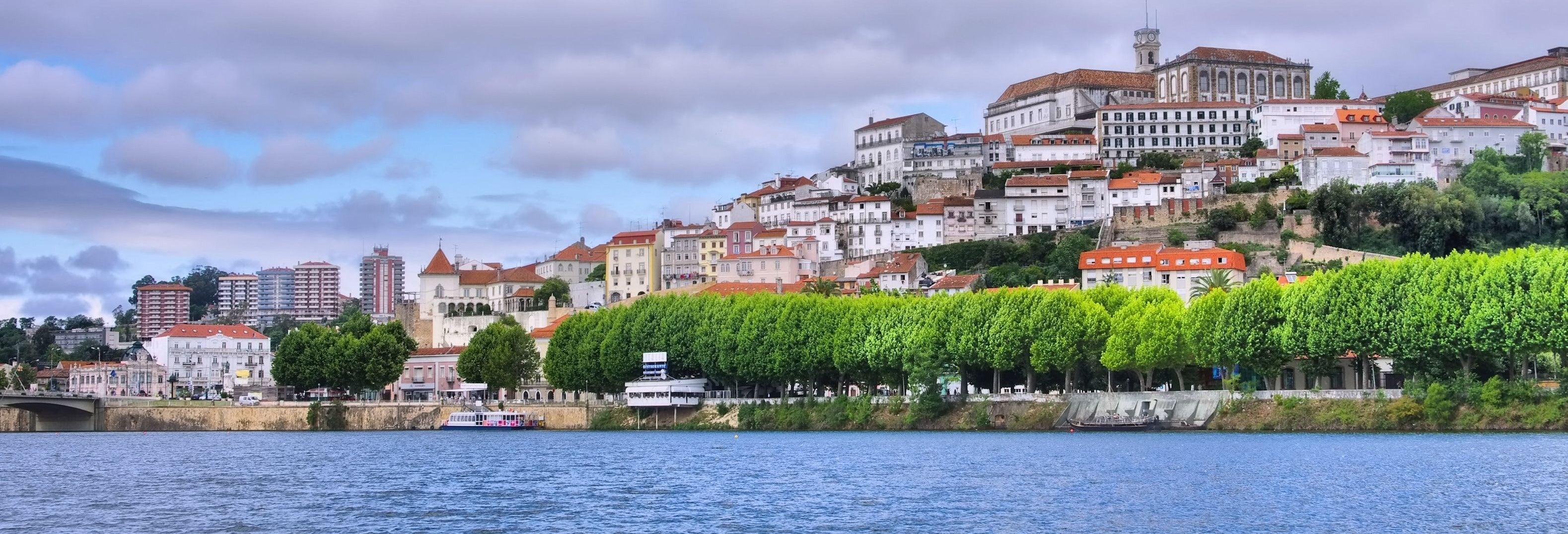 Ônibus e barco turístico de Coimbra