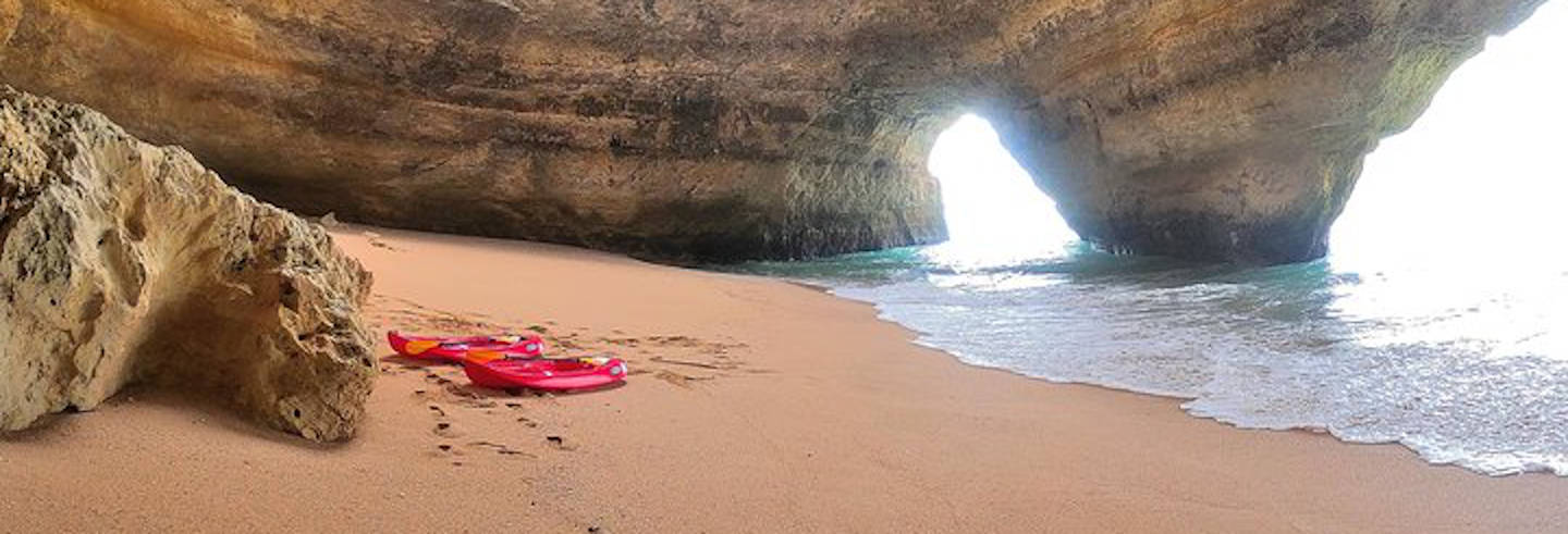 Caiaque pelas grutas de Benagil ao amanhecer ou ao entardecer
