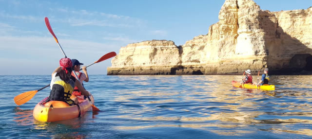 Tour en kayak por las cuevas de Benagil
