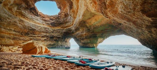 Tour en paddle surf por las cuevas de Benagil