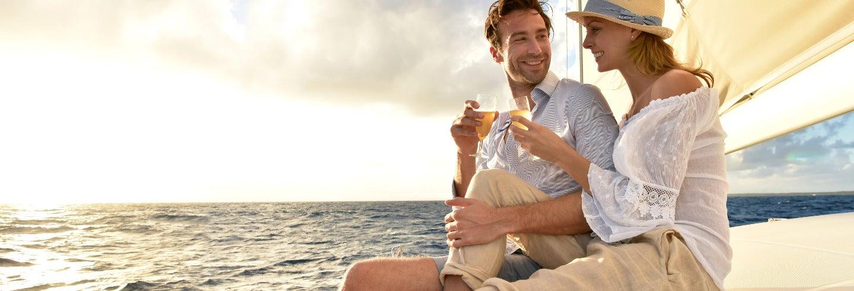 Crucero con música en directo y degustación de vinos y tapas
