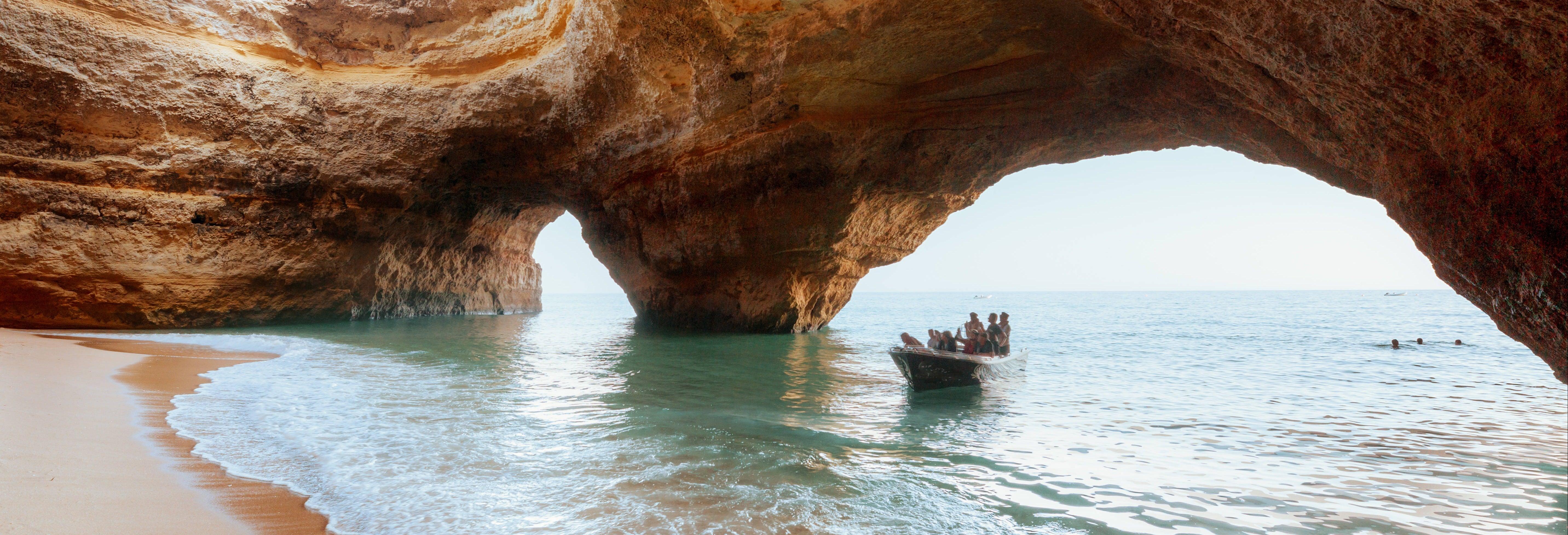 Paseo en barco privado por las cuevas de Benagil