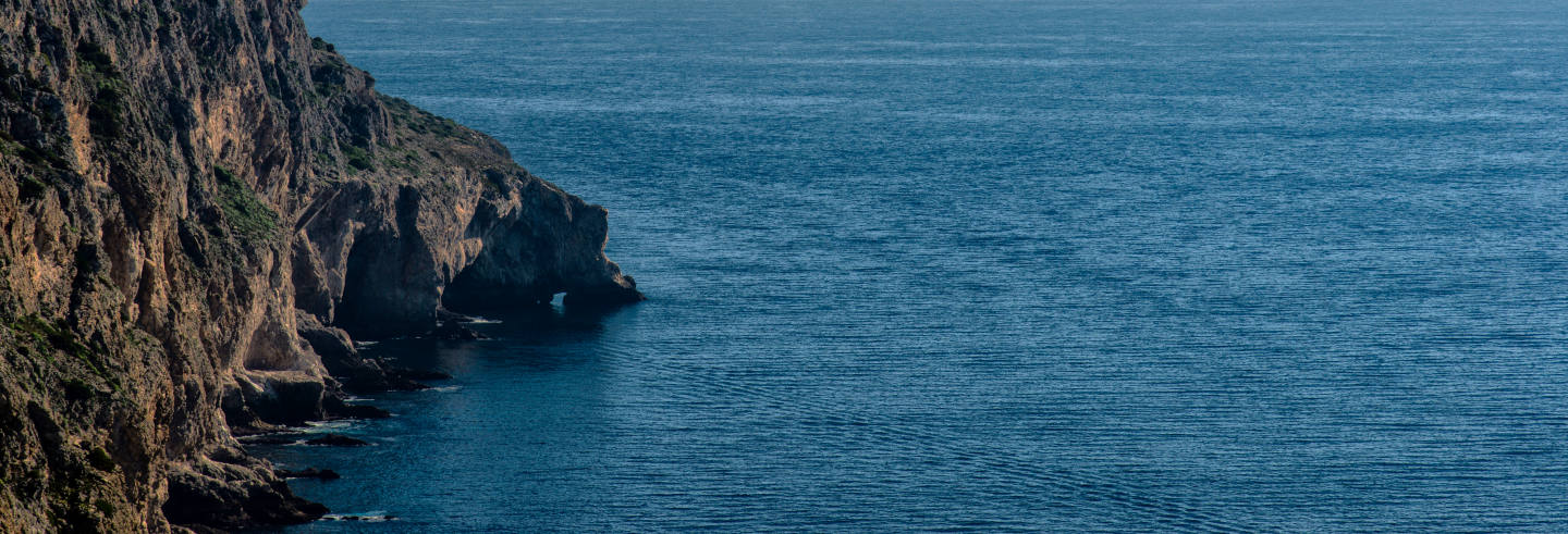 Passeio de barco pelas grutas do Cabo Espichel