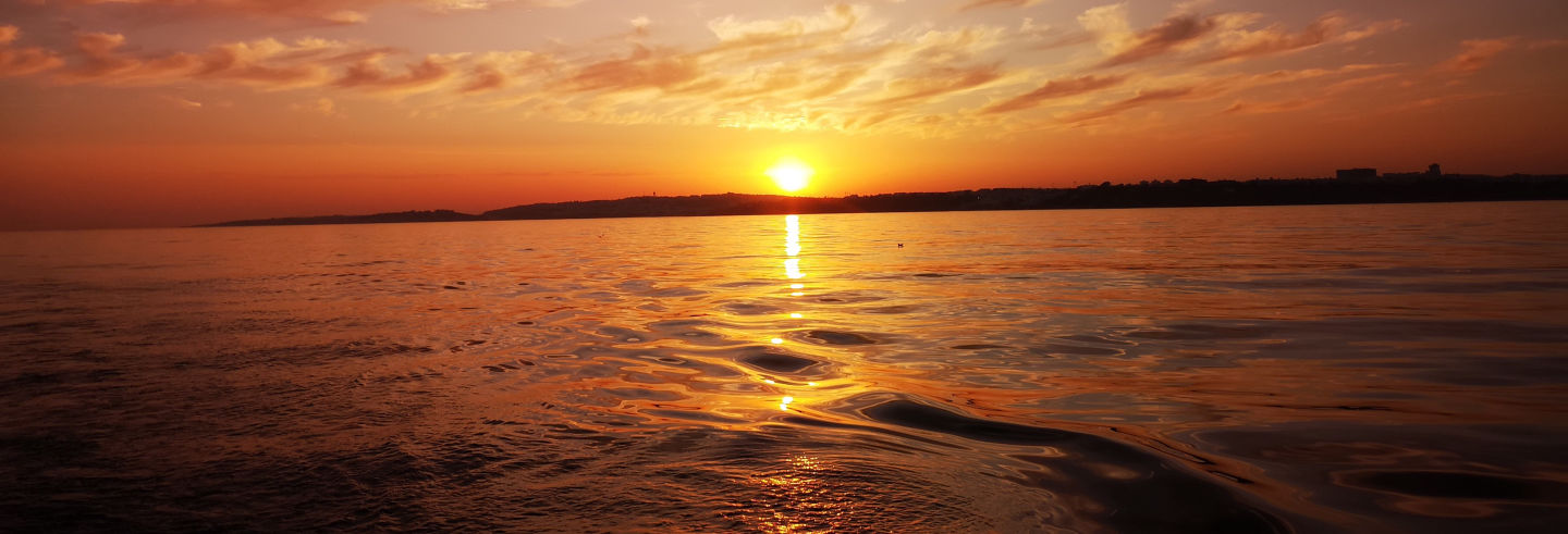 Passeio de veleiro ao entardecer pela costa do Algarve
