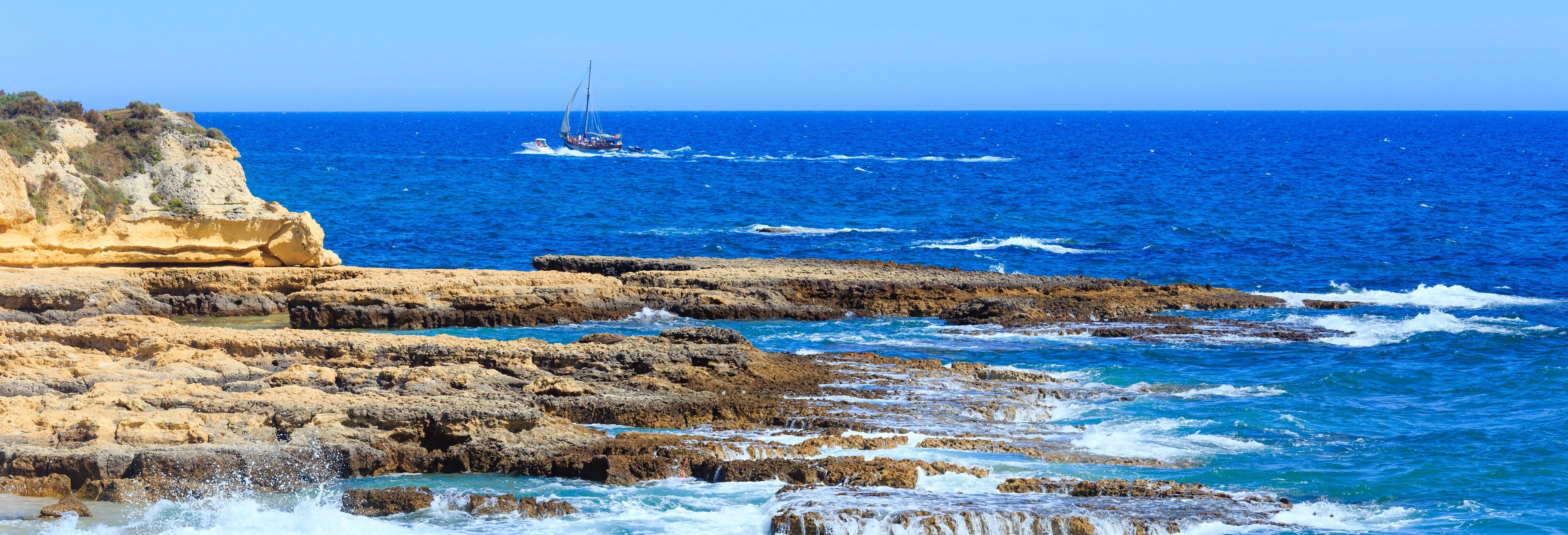 Passeio de veleiro pela costa do Algarve