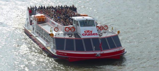 Barco turístico de Londres