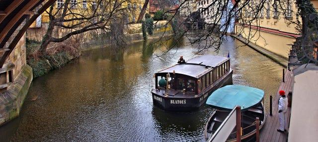 Balade en barque + Musée du pont Charles