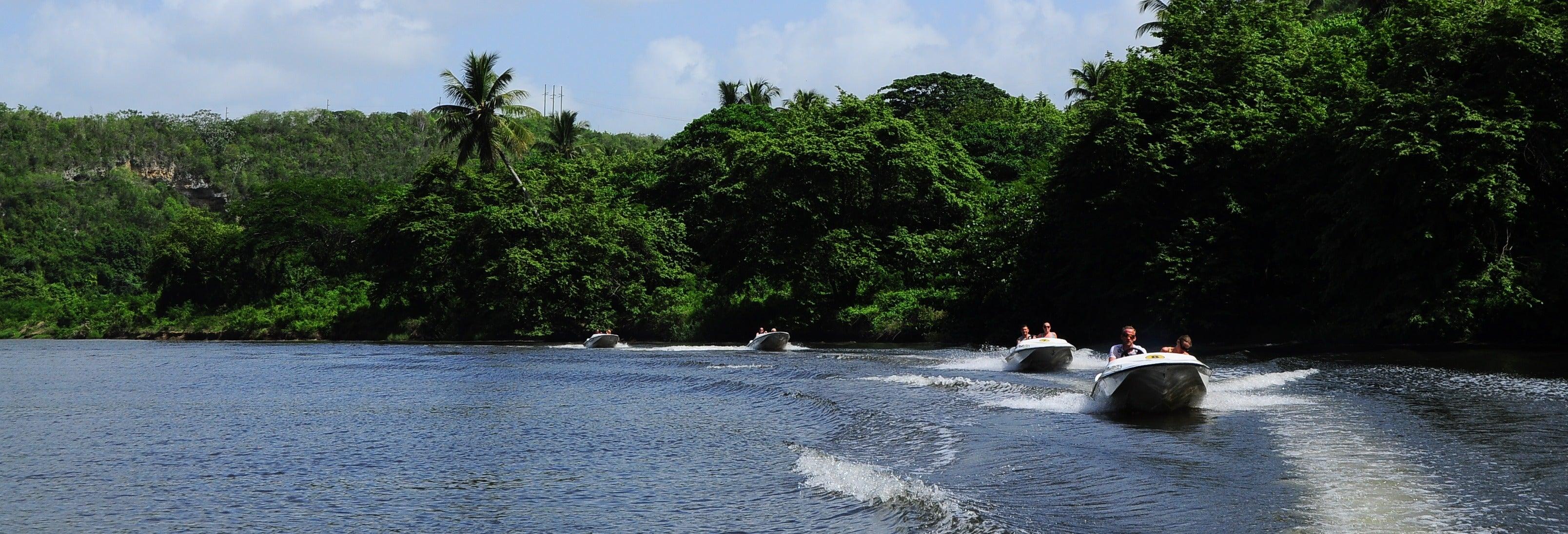 Conducción de lancha rápida por el río Chavón