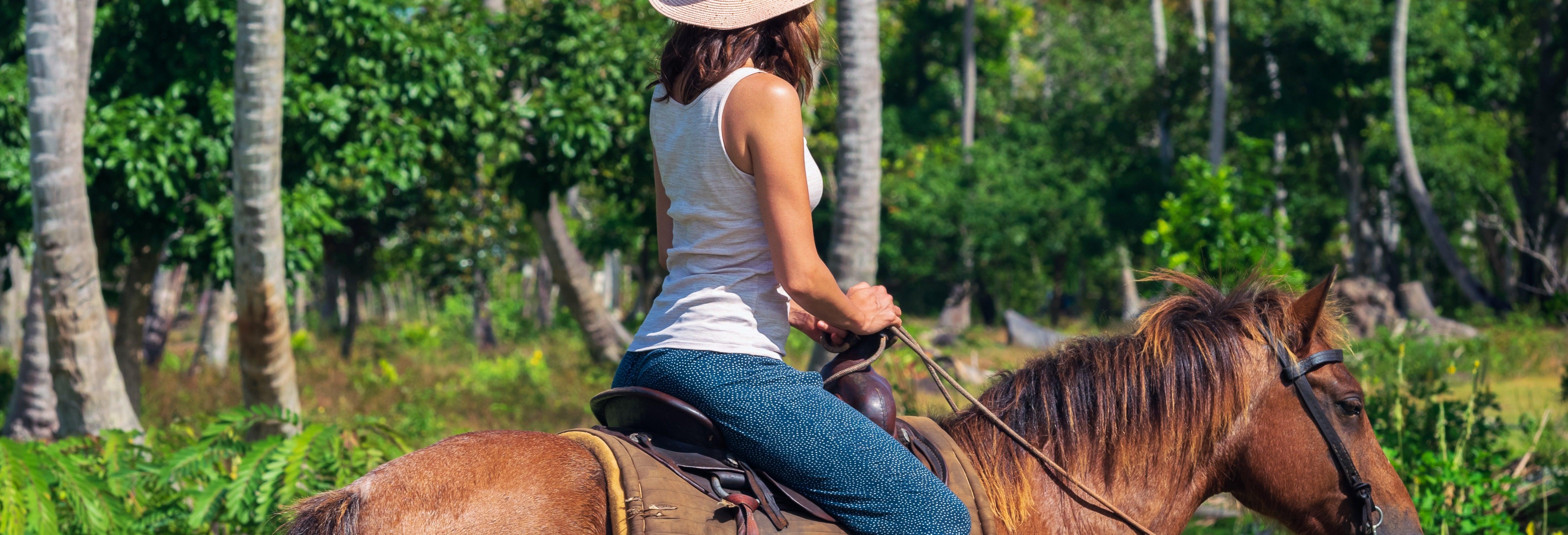 Passeio a cavalo pela praia Arriba e Punta Hicaco