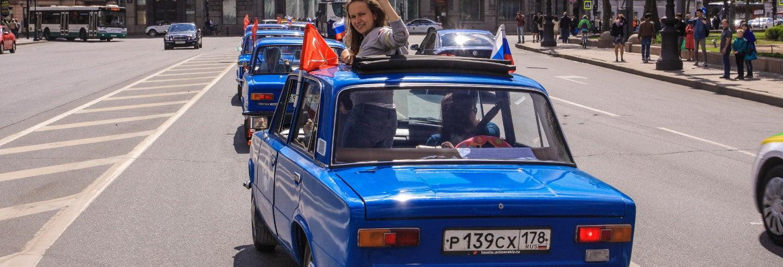 Visite de Saint-Pétersbourg dans une voiture soviétique