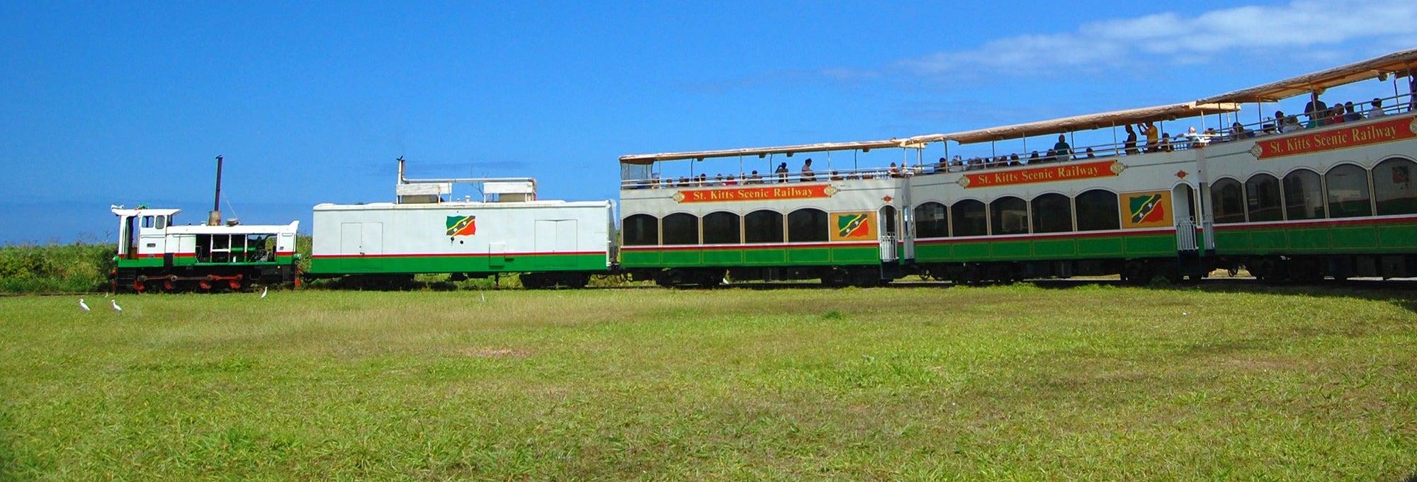 Train et bus panoramique de Saint-Christophe