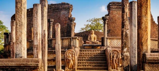 Excursión a Polonnaruwa + Safari por el Parque Nacional de Minneriya