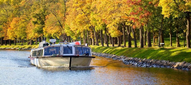 Passeio de barco pelo canal real
