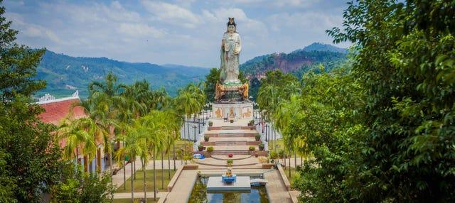 Tour por los templos budistas de Phang Nga
