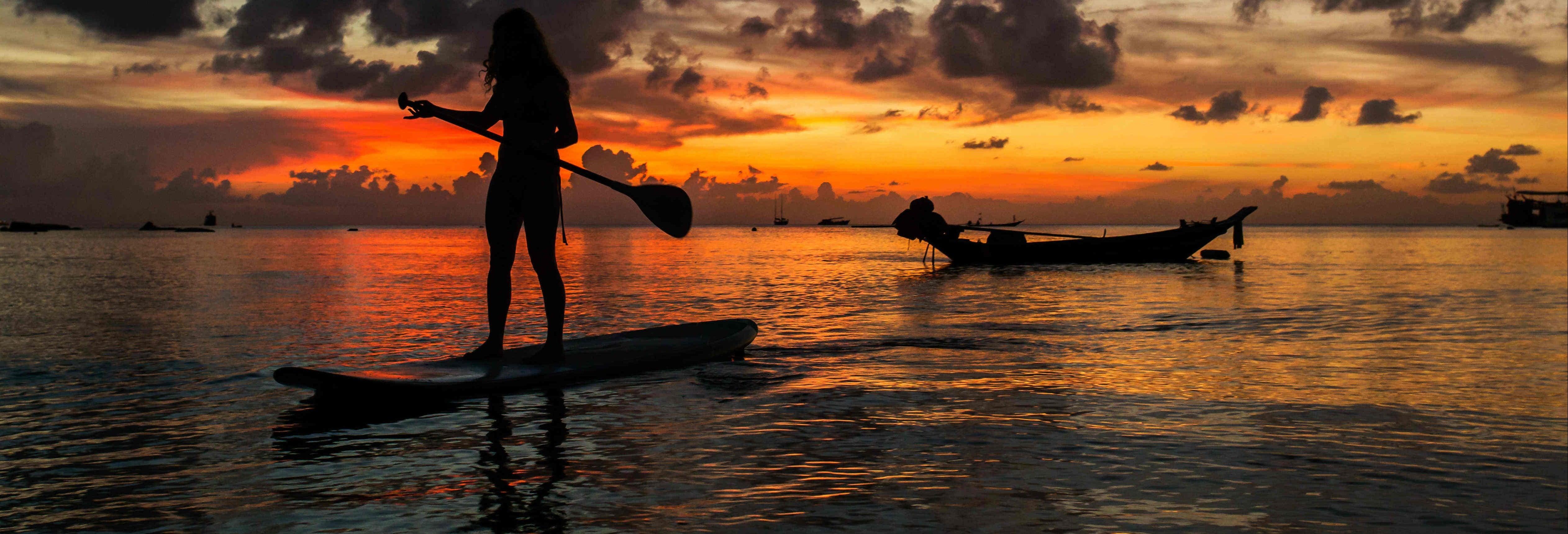 Paddle surf ao entardecer