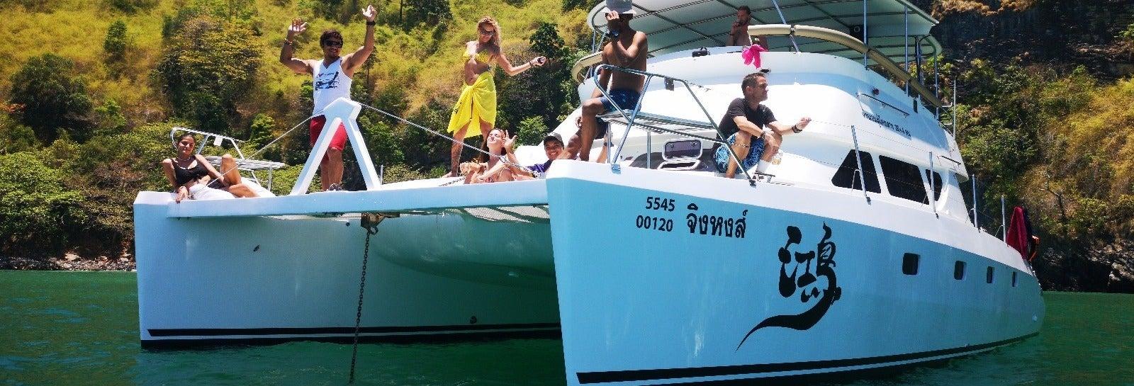 Catamarán de lujo con comida por las islas de Krabi