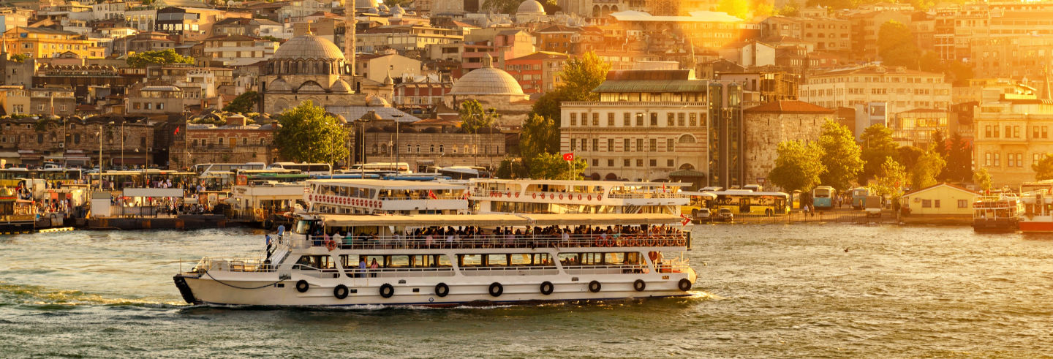 Barco turístico de Estambul