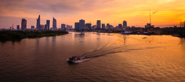 Crucero por el río Saigón al atardecer